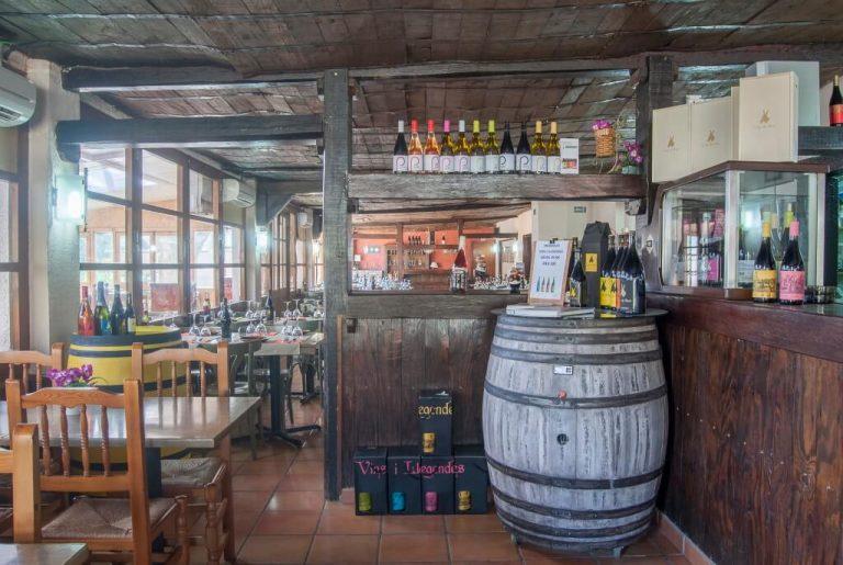 Restaurant-la-serra-cornudella-montsant-menjador-entrada-a